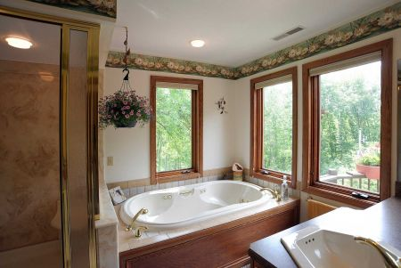 "Owner's ""treehouse"" Bath"